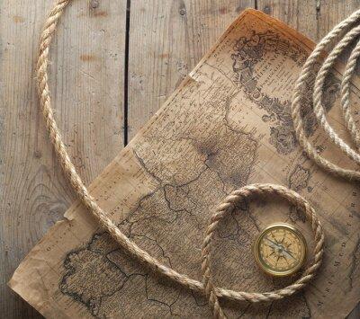 Fototapeta stary kompas i liny na mapie rocznika 1732