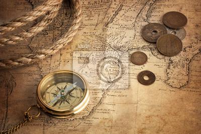 stary kompas, stare monety i liny na mapie rocznika