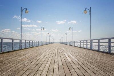 Fototapeta Stary pusty drewniane molo nad brzegiem morza z miejsca kopiowania