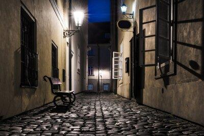 Fototapeta Stary wąska uliczka w Pradze w nocy