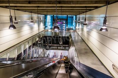 Fototapeta statio na schodkowych w nowoczesnym metra w Wiedniu