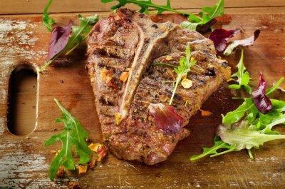 Fototapeta Stek ze świeżymi ziołami na drewnianych tabeli