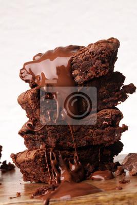 Stos Brownie, ciasto czekoladowe na rustykalnym drewnianym pokładzie