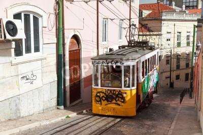 Fototapeta Strome ulicy Calçada da Gloria z tradycyjnych tramwajów w Lizbonie, Portugalia