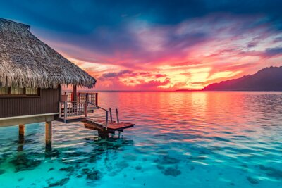 Fototapeta Stunning colorful sunset sky with clouds on the horizon of the South Pacific Ocean. Lagoon landscape in Moorea. Luxury travel.
