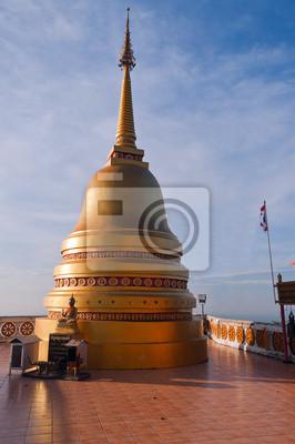 Stupa na szczycie Tiger Temple (Wat Tham Suea)
