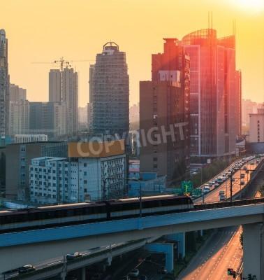 Fototapeta Subway i nowoczesne miasto na zmierzchu w Szanghaju
