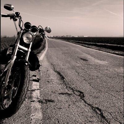 Motocykl przy drodze