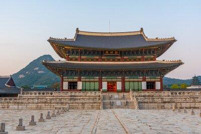 Fototapeta Sunset view of Gyeongbokgung Palace in Seoul, Republic of Korea. name of the palace 'Gyeongbokgung' written on a sign