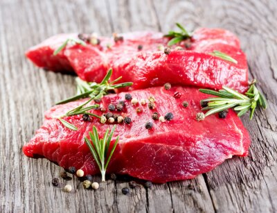Fototapeta surowe mięso z rozmarynem
