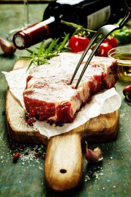 Fototapeta Surowy stek wołowy i wino