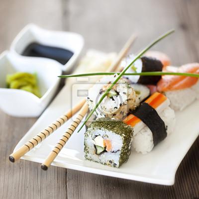 Fototapeta Sushi auf Holz quadratisch