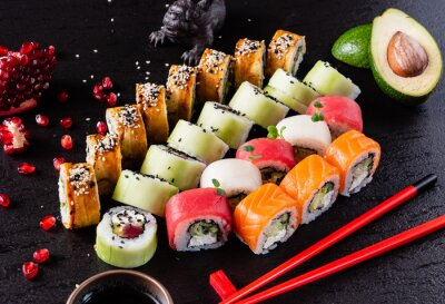 Fototapeta sushi na czarnym tle