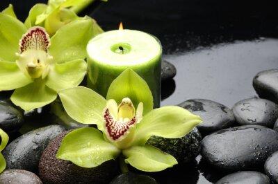Fototapeta świecę i zen kamienie z żółtym orchidea