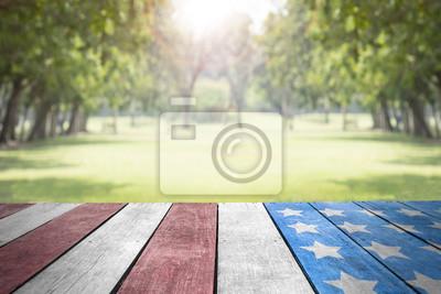 Fototapeta Święto Pracy usa flaga na stołowym wierzchołku w parku dla tła