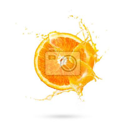 Fototapeta Świeża obruszenie połówka dojrzała pomarańczowa owoc z sok pomarańczowy pluśnięcia wodą odizolowywającą na białym tle