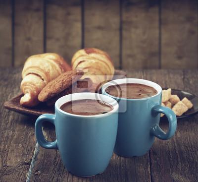 świeża poranna kawa z piekarni