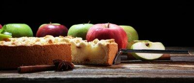 Szarlotka lub domowe ciasto z jabłkami. Delikatna tarta jabłkowa deserowa