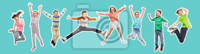 Fototapeta szczęście, dzieciństwo, wolność, ruch i ludzie pojęcie - kolaż w stylu magazynu szczęśliwych dzieci skaczących w powietrzu na niebieskim tle