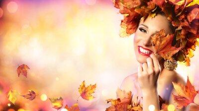 Fototapeta Szczęśliwa Kobieta Modelu Jesiennych Liści