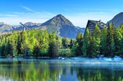 Fototapeta Szczyrbskie Jezioro jezioro górskie w Parku Narodowym Wysokie Tatry, Słowacja, Europa