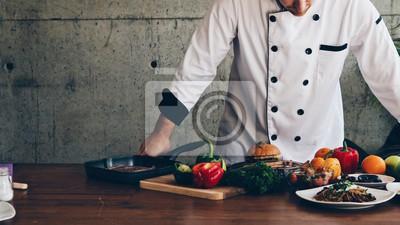 Fototapeta Szef kuchni gotowanie w kuchni.