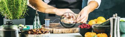 Fototapeta Szef kuchni przygotowuje nadziewane kaczki