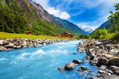 Fototapeta Szwajcarski krajobraz z strumienia rzeki i domów