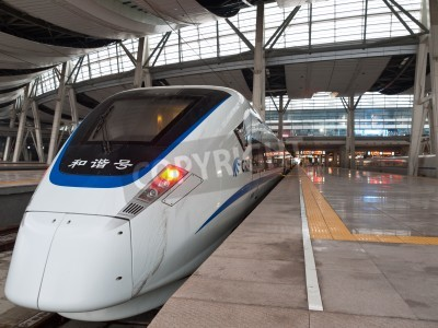 Fototapeta Szybki pociąg zatrzymałem się na stacji, Beijing South Railway Station, Chiny.