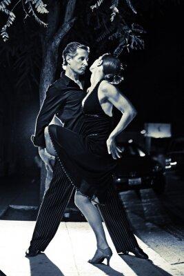 Fototapeta Taniec hot para latin taniec na ulicy w nocy