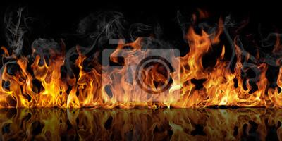Fototapeta Tekstura ognia na czarnym tle odbija się w błyszczącym stole.