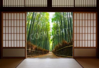 Fototapeta Tło podróży japoński papier ryżowy drzwi otworzył się do pokojowego bambusa ścieżki leśnej