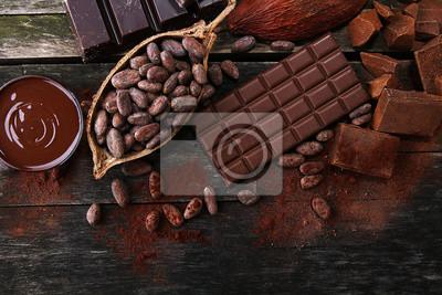 Topienie czekolady lub roztopionej czekolady i wirowania czekolady. stos i proszek