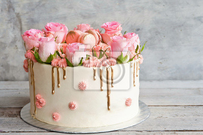 Fototapeta Tort ciastek z różami i smacznymi makaronami
