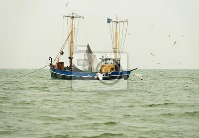 Trawler w jeziorze