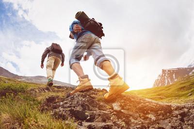Fototapeta Trekking koncepcja dwóch turystów idących górami