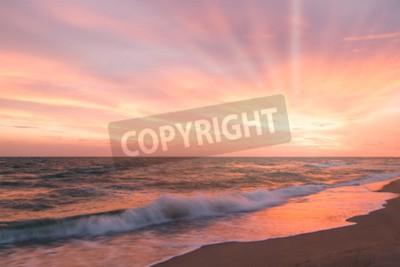 Fototapeta Tropikalna plaża w piękny zachód słońca. Charakter tła