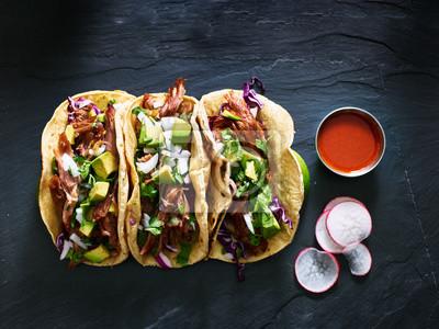 Fototapeta trzy meksykańskie tacos Carnitas wieprzowa płaska kompozycja lay
