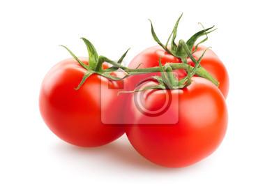 Trzy świeże pomidory z zielonych liści na białym backgro