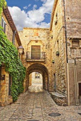 Fototapeta Typowa ulica w Peratallada, Katalonia, Hiszpania