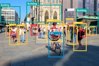 Fototapeta Uczenie obiektów maszynowych i koncepcja sztucznej inteligencji. Aplikacja wykrywa obiekt na zdjęciu. (Rozmycie ludzkiej twarzy)