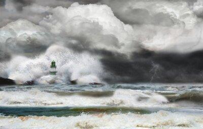 Fototapeta Unwetter an der Küste mit Leuchtturm und Brandung