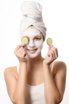 Fototapeta Uśmiechnięta kobieta z maską na twarzy