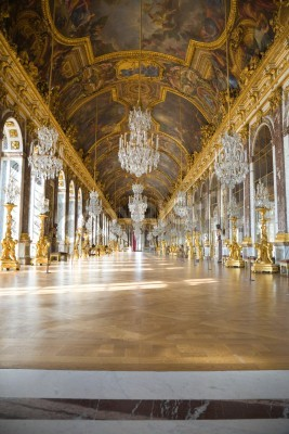 Fototapeta Versailles, France - July 26, 2009: Mirrors hall of Versailles Chateau. General view, nobody visible