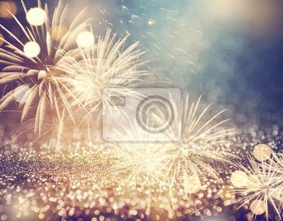 Fototapeta Vintage złoto i zielone fajerwerki i bokeh w przeddzień Nowego Roku i przestrzeni kopii. Abstrakcyjne tło wakacje.