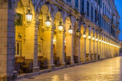 Fototapeta W historycznym centrum miasta Korfu w nocy