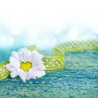 Fototapeta W kształcie serca, kwiaty na drewnie