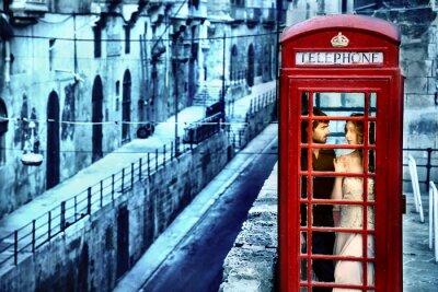 Fototapeta W miłości w budce telefonicznej