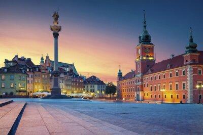 Fototapeta Warszawa. Obraz Starym Mieście w Warszawie, w Polsce podczas zachodu słońca.