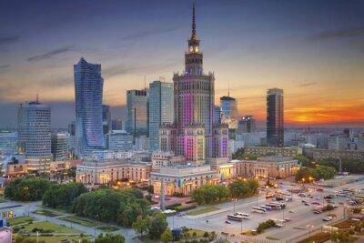 Fototapeta Warszawa. Obraz Warszawie podczas zmierzchu niebieskim godzinę.